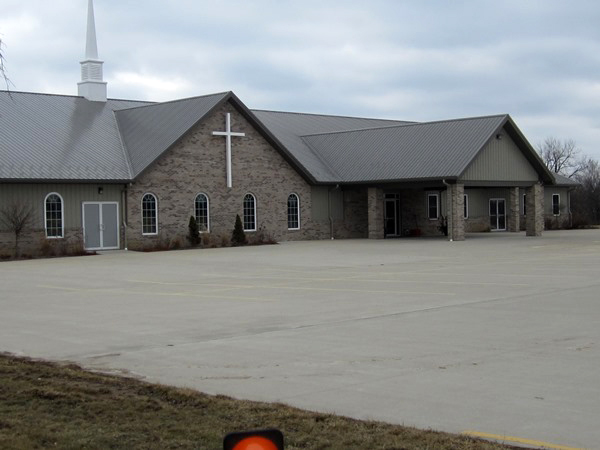 LE Engineering Living Hope Community Church in Bartonville, Illinois - front of building and parking